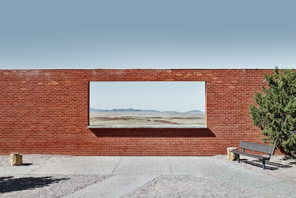 "Matt PortchThe Wall Frame (""A falkeret""), ArizonaBarrington‐kráter bejárati épületeArizona, USA2015© Architectural Photography Award"