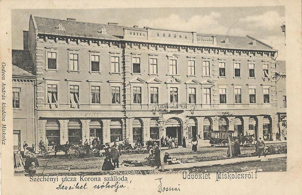 A Korona szálló homlokzata korabeli képeslapon, 1902. Forrás: www.kitervezte.hu