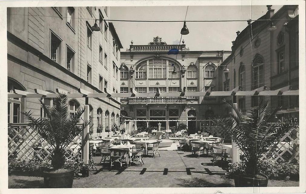A szálló belső kertje, 1940-es évek. Forrás: www.kitervezte.hu