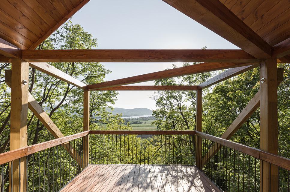 12 lábú ház – építész: RJZS Architects – fotó: Danyi Balázs
