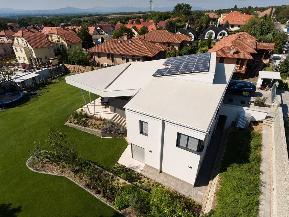 Családi ház Csömörön, Tervező: Jahoda Róbert, ARCHITACTION/ÉPÍTÉSZET, 2019-2020., Drónfotó: Bognár Benedek
