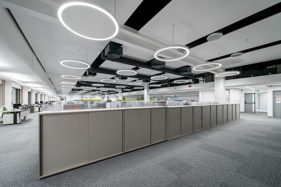 A DENSO Manufacturing Hungary Kft. épülete, Székesfehérvár, Belsőépítész: Szenes Design Stúdió, Világítás: Lisys-Project Kft., Fotó: Hlinka Zsolt