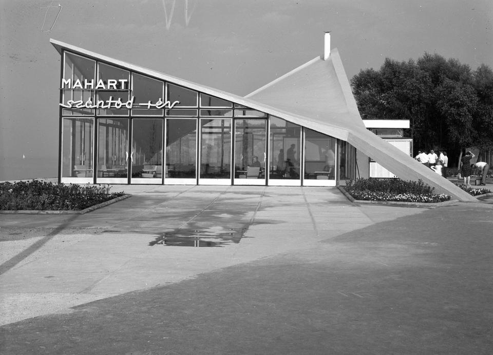 Szántód, a rév várócsarnoka, 1968. Forrás Fortepan - UVATERV