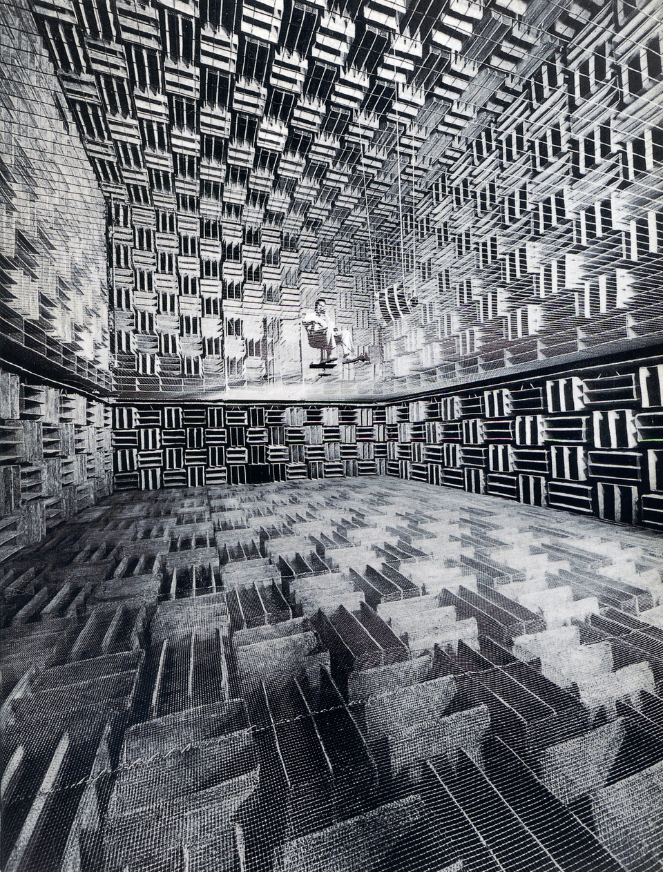 Acoustic chamber at Bell Telephone Laboratories, 1947. fotó: Introduction Sound Studies