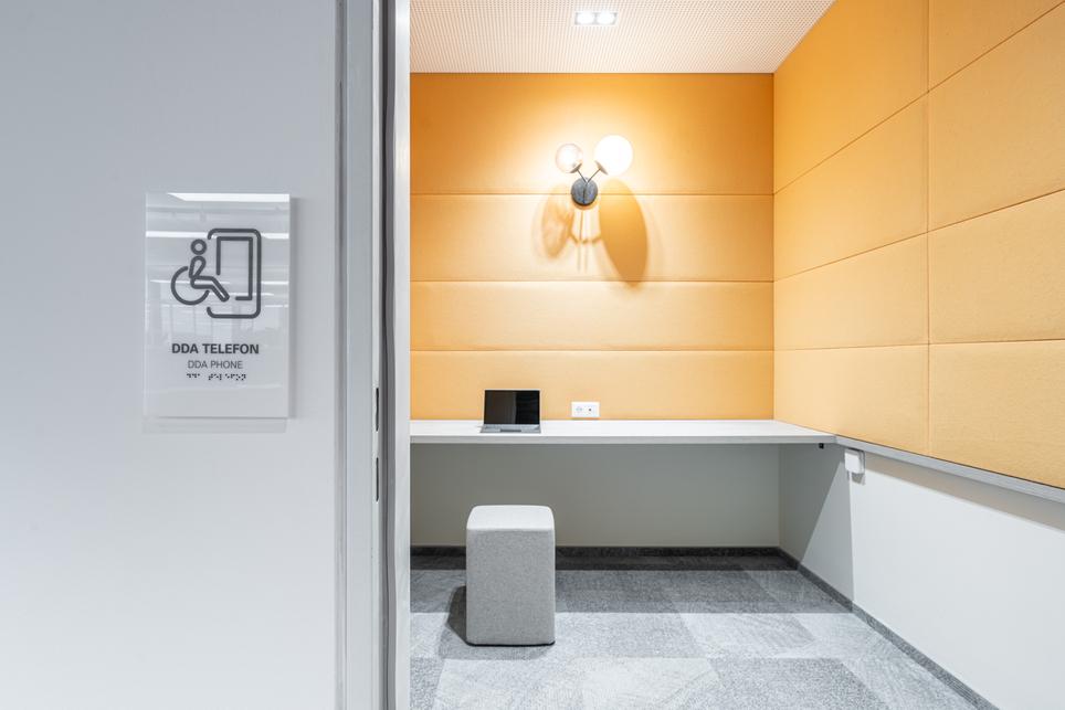 Narancs iroda – Fotó: Hlinka Zsolt